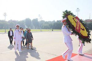 Đoàn đại biểu Hội LHPN Cuba vào Lăng viếng Chủ tịch Hồ Chí Minh