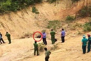 Kinh hoàng phát hiện thi thể người đàn ông chết cháy giữa bãi đất hoang