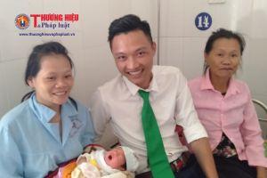 Thanh Hóa: Hai em bé chào đời trên xe taxi Mai Linh