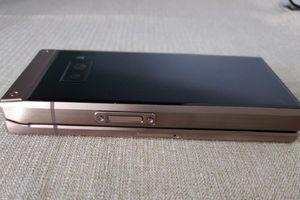 Lộ diện điện thoại nắp gập Samsung W2019 thế hệ mới