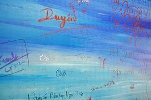 Ngán ngẩm bích họa khổng lồ tại hầm đi bộ bờ Tây cầu Rồng - Đà Nẵng bị bôi bẩn