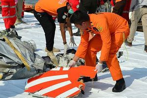 Vụ rơi máy bay Indonesia: Phát hiện rõ tín hiệu từ hộp đen