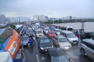 Gia tăng ùn tắc, tai nạn giao thông trên các cây cầu: Nhiều bất cập cần sớm khắc phục