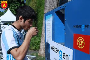 Cận cảnh máy làm nước sạch từ không khí ở Hà Nội