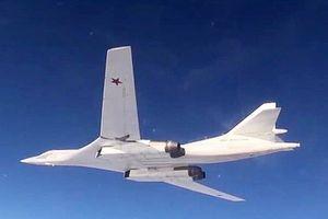 Tupolev Tu-160 Nga kết thúc chuyến bay tuần tra vùng biển Na Uy, Barents