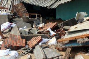 Phú Yên: Triều cường phá nhà cửa, dân phải chờ xử lý vì thiếu tiền