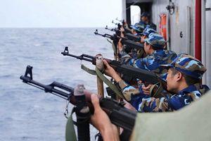 Cận cảnh vũ khí 'khủng' trên tàu hậu cần Việt Nam