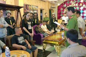 Khởi tố 12 nam nữ thanh niên sử dụng, tàng trữ trái phép ma túy trong quán karaoke