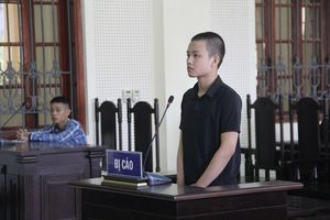 Anh ruột vẫn trốn truy nã, em trai 16 tuổi lĩnh 3 năm tù vì tội giết người