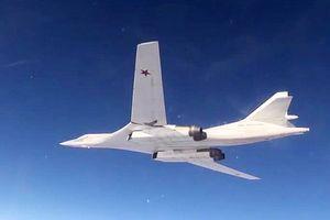 Máy bay ném bom Nga phô diễn sức mạnh thị uy NATO