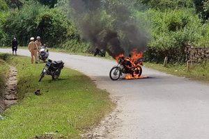 Cự cãi, đốt xe ngay trước mặt CSGT vì quên giấy tờ