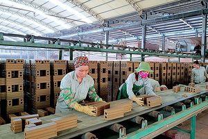 Chủ lò gạch thủ công xin gia hạn, DN gạch công nghệ cao lao đao