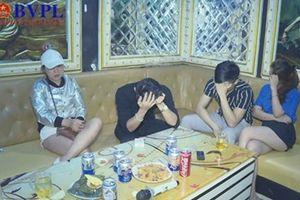 Phê chuẩn khởi tố đôi nam nữ mua ma túy vào quán karaoke cho hàng chục thanh niên sử dụng