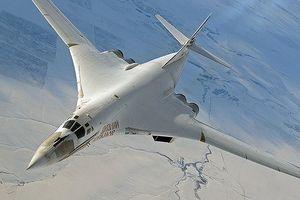 Đang tập trận cực lớn, NATO 'hoảng hồn' vì 2 máy bay ném bom Nga