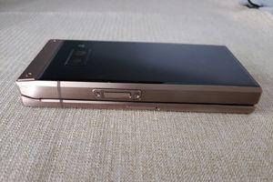 Smartphone nắp gập Samsung W2019 rò rỉ ảnh thực tế và giá bán đắt đỏ