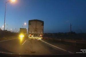 Xe tải đi ngược chiều kiểu 'giết người' trên cao tốc khiến nhiều người thót tim