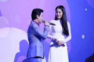 Hai ngọc nữ Bolero Nam Em - Hà Thu góp giọng trong liveshow Mạnh Quỳnh