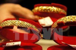 Giá vàng thế giới ngày 1/11 tăng gần 2%