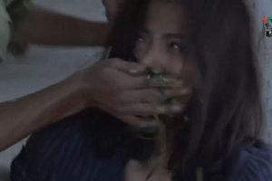 'Quỳnh búp bê': Lan hóa điên, bị anh trai tống cơm vào miệng một cách dã man