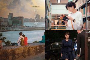 Song Hye Kyo tựa đầu vào vai Park Bo Gum cực tình và cùng nhau ngắm hoàng hôn tuyệt đẹp trong poster đầu tiên của 'Encounter'