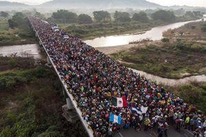 Ông Trump ngầm cáo buộc tỷ phú Soros 'giật dây' đoàn người di cư đổ về Mỹ