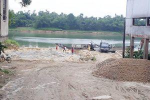 Thừa Thiên Huế: Bất chấp hết thời hạn, nhiều bãi cát trái phép ở Phong Điền vẫn 'lộng hành'