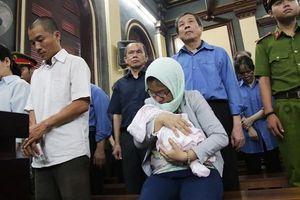 Không giảm án cho nữ bị cáo ẵm con sơ sinh đến tòa