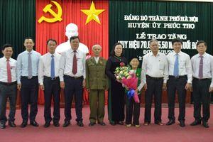Hà Nội trao tặng Huy hiệu Đảng đợt 7/11 cho trên 5.000 đảng viên