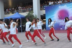 'Vũ công' Kiến trúc trổ tài nhảy flashmob