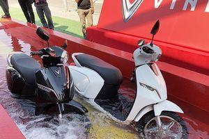 Xe máy điện VinFast khoe khả năng lội nước nửa mét, tuyên chiến với đường ngập lụt ở Việt Nam