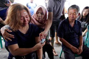 Vụ máy bay Lion Air rơi - người ở lại chờ đợi trong đau đớn và phẫn nộ