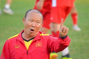 Thầy Park bị học trò hợp tác 'hầm nhừ' trong trò đá bóng ma