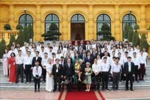 Tổng Bí thư, Chủ tịch nước Nguyễn Phú Trọng gặp mặt học sinh, sinh viên tiêu biểu, xuất sắc