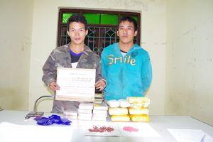 Bắt 2 đối tượng người Lào, thu 30.000 viên ma túy tổng hợp và 10 bánh heroin