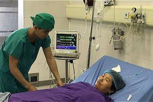 Kíp mổ 10 y bác sĩ trắng đêm hiến máu cứu sản phụ nguy kịch