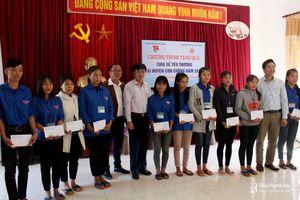 Khởi công nhà tình nghĩa, trao học bổng cho học sinh nghèo vượt khó