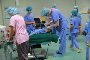 Hơn 1.000 người dân tỉnh Thái Nguyên được mổ và cấp phát thuốc miễn phí