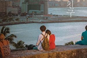 Hình ảnh Song Hye Kyo tựa đầu lên vai trai trẻ đầy lãng mạn được công bố