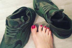 Người phụ nữ kiếm 3 tỷ một năm nhờ bán tất và giày thối