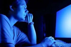Tránh tác hại ánh sáng xanh từ máy tính
