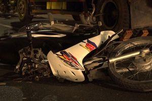 Xe máy tông đuôi ô tô tải, nam thanh niên tử vong tại chỗ