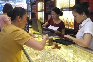 Cuối tuần, vàng nữ trang 99,99 giảm 40.000 đồng/lượng