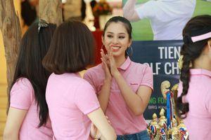 Hoa hậu Tiểu Vy và dàn người đẹp đổ bộ Tiền Phong Golf Championship