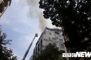 Cháy khách sạn ở trung tâm TP.HCM, hàng chục khách nước ngoài tháo chạy