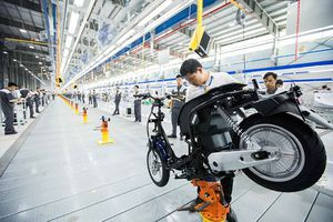 Bên trong dây chuyền sản xuất xe máy điện VinFast: Hoàn toàn tự động, hiện đại nhất khu vực