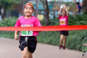 Hàng trăm vận động viên tham gia cuộc thi chạy Ekiden