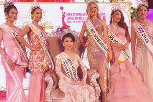 Tiếp viên hàng không Vietnam Airlines đăng quang 'Hoa hậu Quý bà Quốc tế 2018'