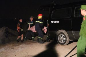 Tin mới nhất vụ tai nạn ô tô lao xuống sông Hồng: Hai nạn nhân tử vong trong tư thế cầm lái
