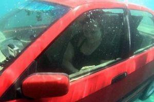 Bí kíp thoát khỏi ô tô khi chìm dưới nước cần học ngay trước khi bước lên xe