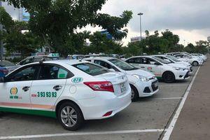 Nhiều tài xế taxi đình công tại sân bay Đà Nẵng để phản đối Grab